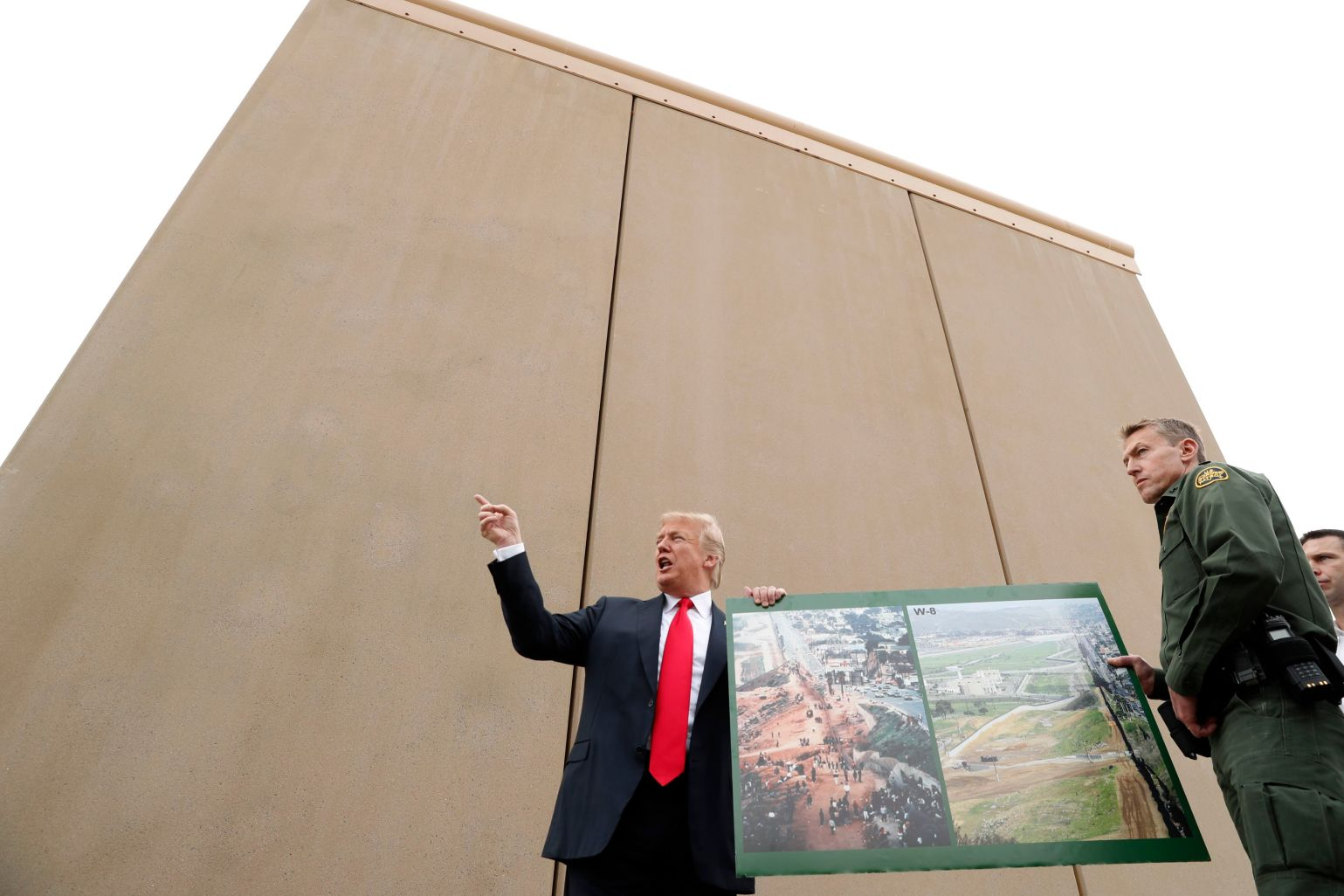 Trump warns of 'bedlam' without border wall