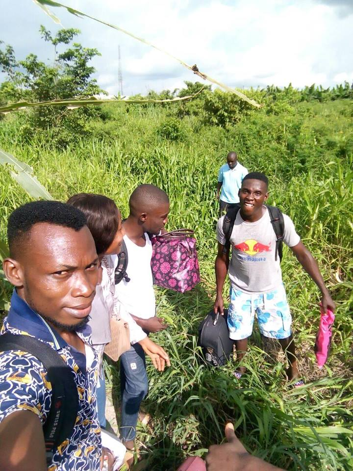 NDU Students Escaping From Amassoma Through Forest And River