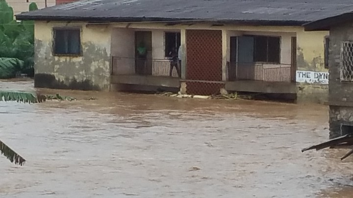 OAU Students Trapped As Heavy Rainfall Triggers Flash Flood In Ile Ife (Photos)