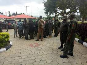 security-men-guarding-fayose-leaving-ekiti-government-house-1