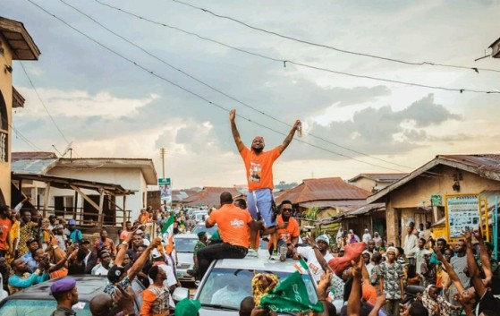 davido-campaigns-for-ademola-adeleke-mobbed-by-fans-in-osun-2