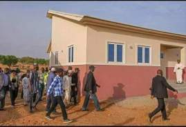 fashola-inspects-construction-of-houses-in-jigawa-3