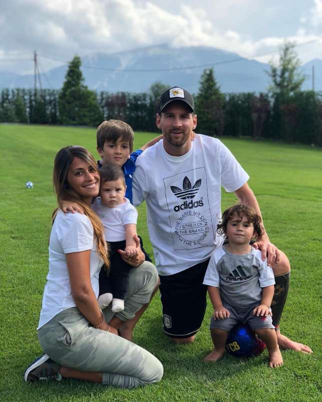 Lionel Messi, His Wife And Children In Adorable Family Photo