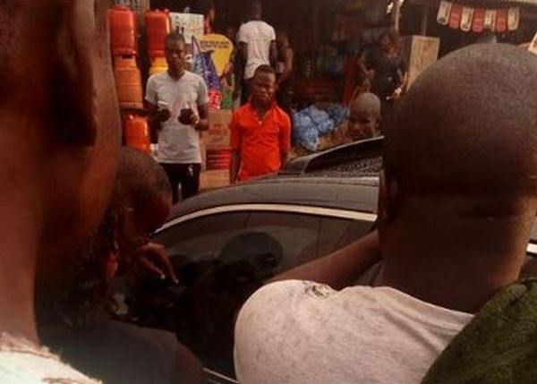 Shocking: Nigerian lady refuses to break car window to rescue her trapped child